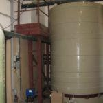Емкость осветленной воды после очистки адсорбентом ГЛИНТ.